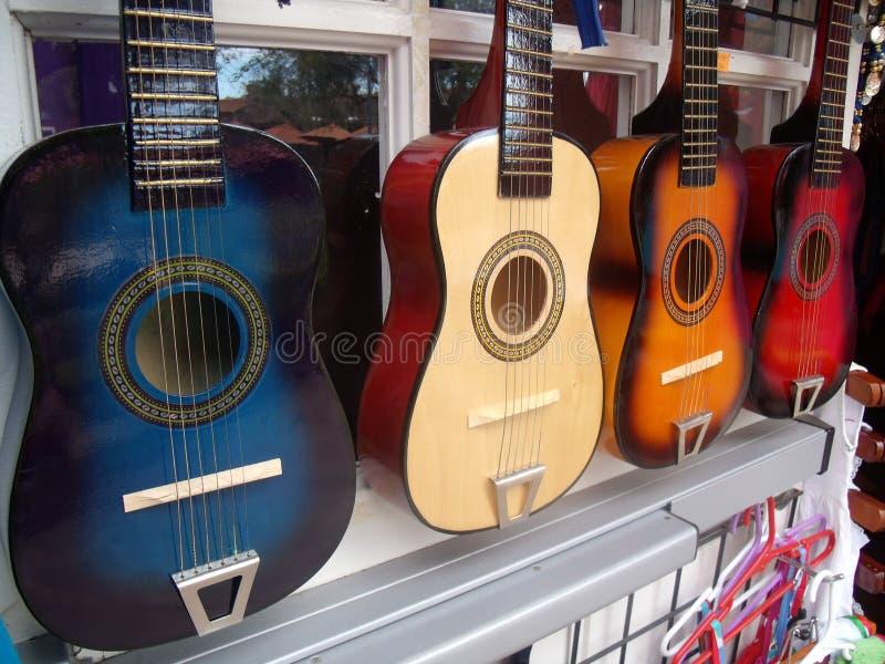 En linje av gitarrer royaltyfria bilder