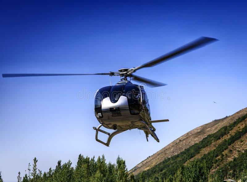 En liten helikopter royaltyfri bild