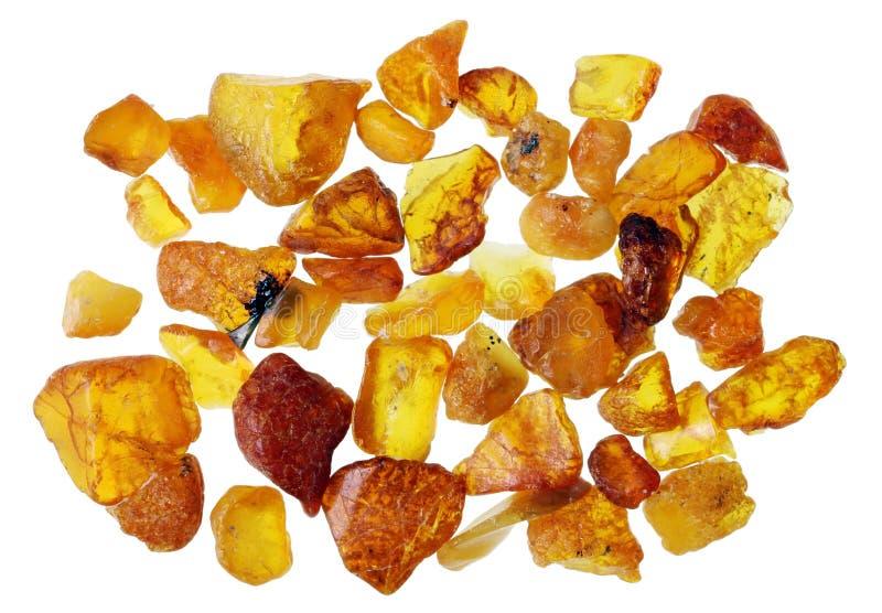 En liten klunga av miniatyrbärnstensfärgade kristaller samlade på coaen arkivfoton