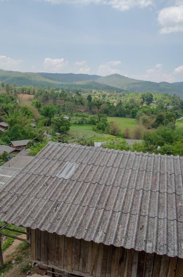 En liten lantlig by i Chiang Mai Province fotografering för bildbyråer