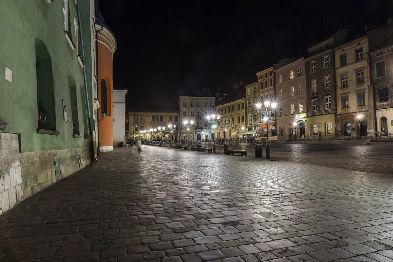 En liten marknad i Krakow arkivbilder