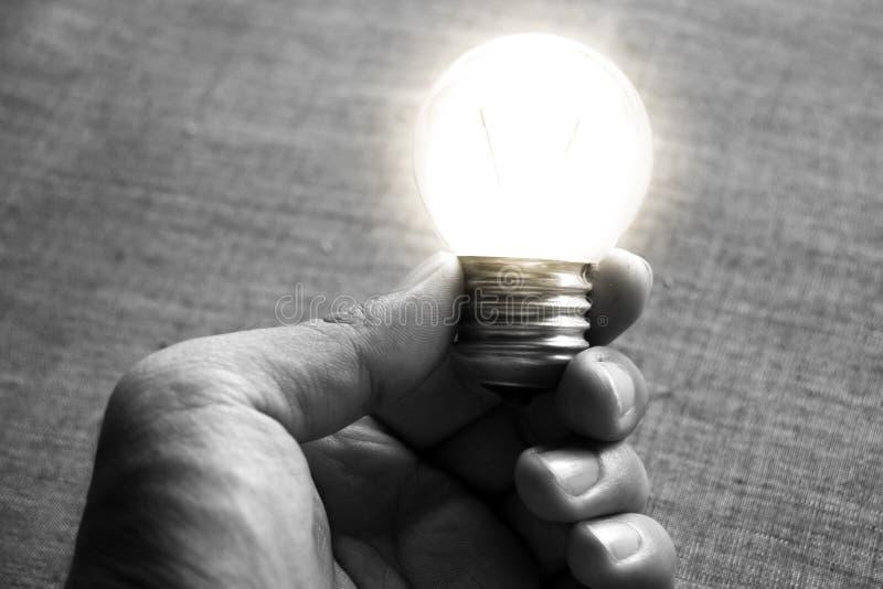 En ljus kula som som är stabil och glöder bland andra fotografering för bildbyråer
