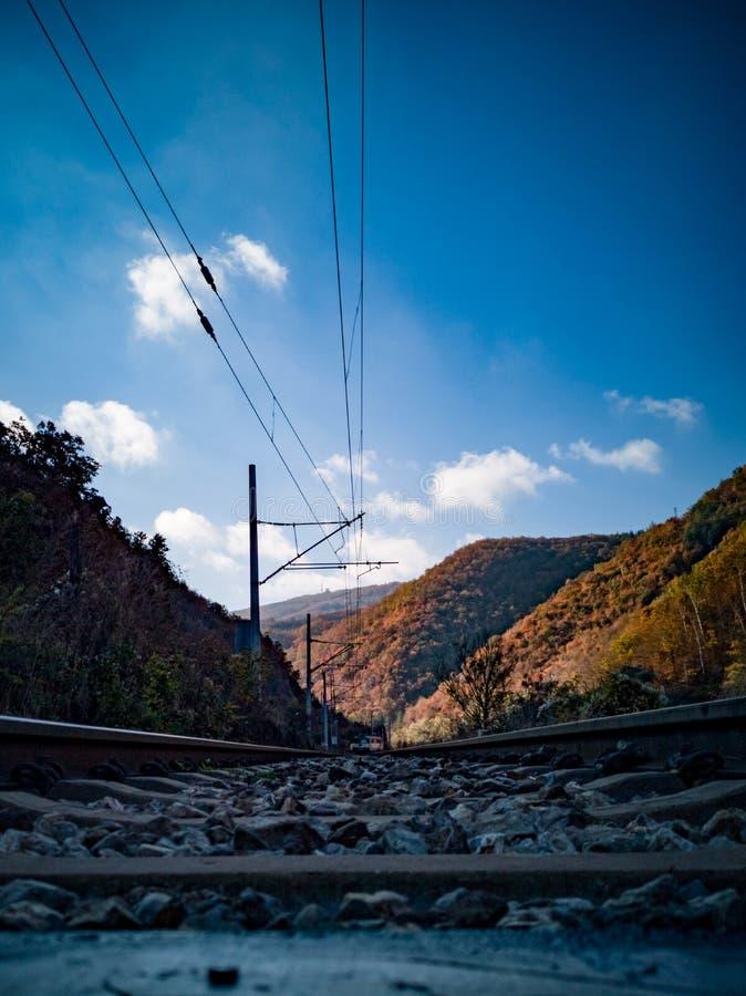 En los carriles en Autumn Morning fotos de archivo