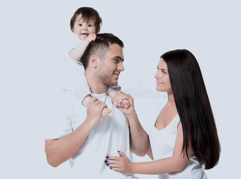 En lycklig familj på vit bakgrund arkivbild
