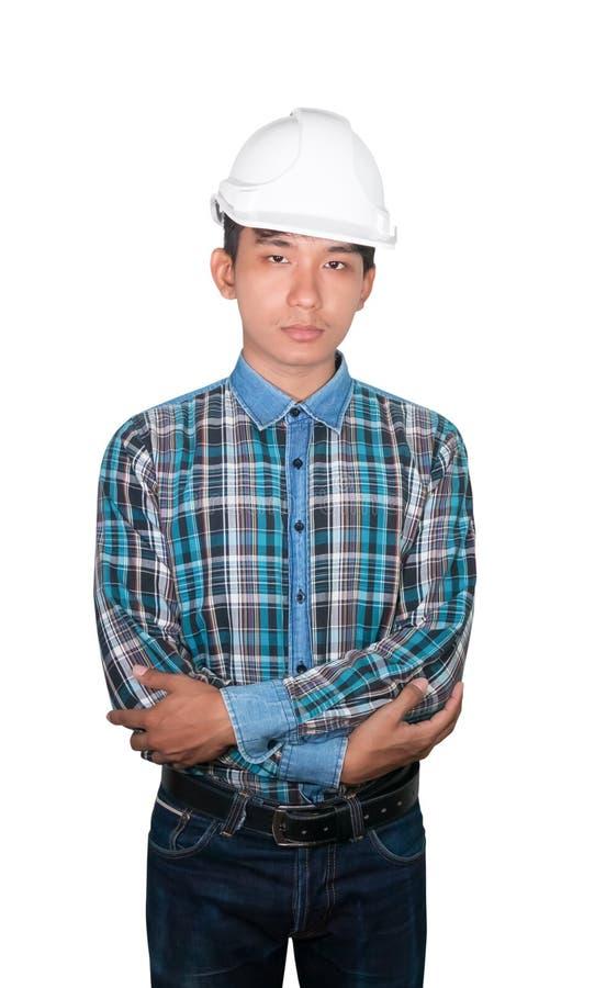 En machinant la croix de bras de construction sur le coffre et portez le plastique blanc de casque de sécurité d'isolement sur le photo stock