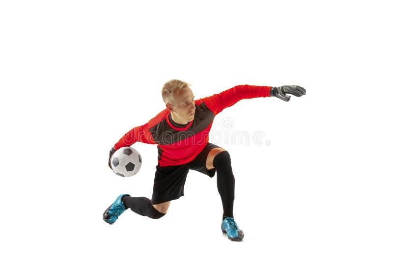 En man för målvakt för fotbollspelare som kastar bollen arkivbilder