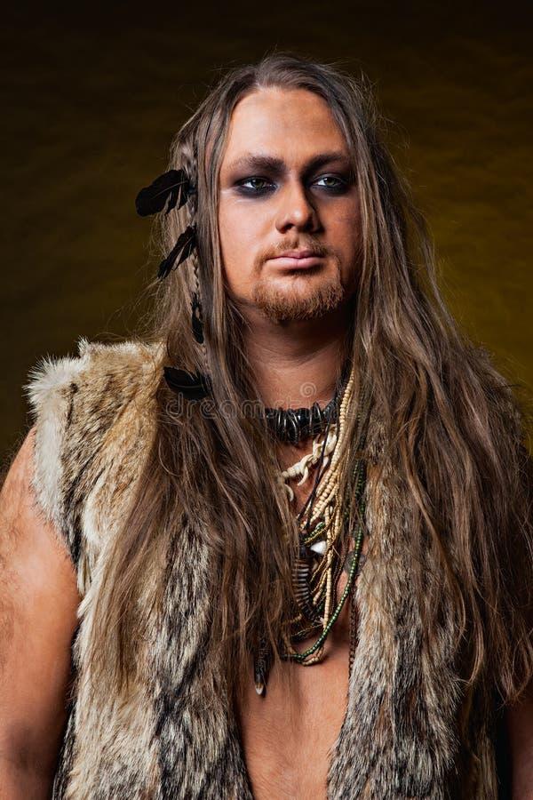 En man i bilden av barbaren arkivbild