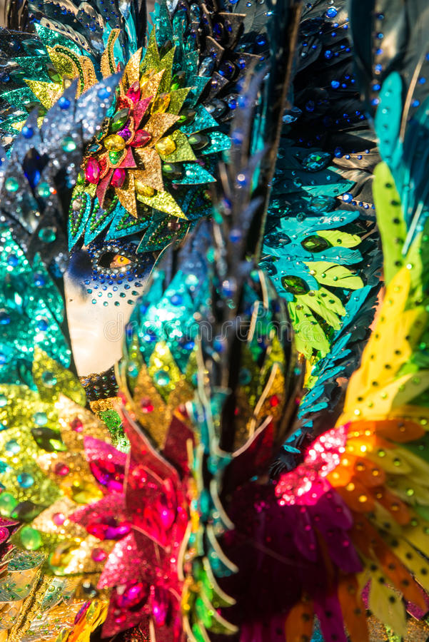 En man i dräkt och maskering under karnevalet i Venedig royaltyfri fotografi