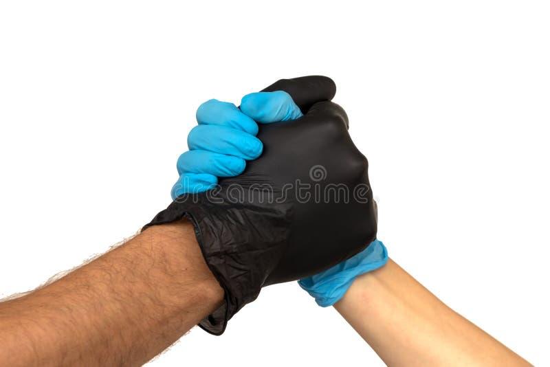 En man och en kvinna i mång--färgade rubber handskar skakar handintelligens royaltyfria foton