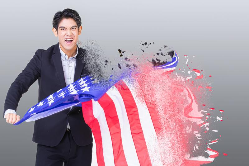 En man som rymmer USA flaggan royaltyfria foton