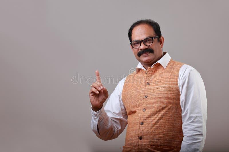 En man visar hans pekfinger royaltyfria foton
