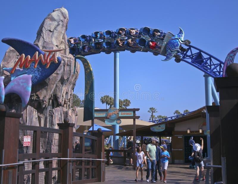 En Mantaberg-och dalbanaritt, SeaWorld, San Diego royaltyfri fotografi