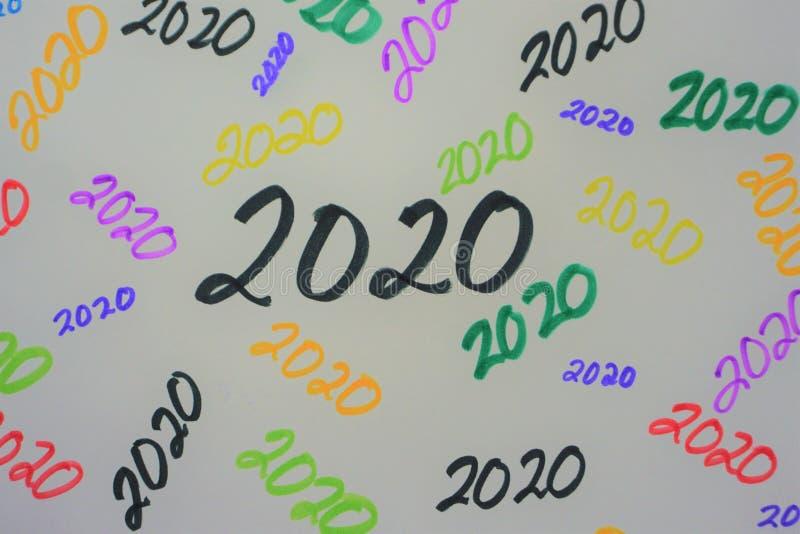 2020 en marcador multicolor imagenes de archivo