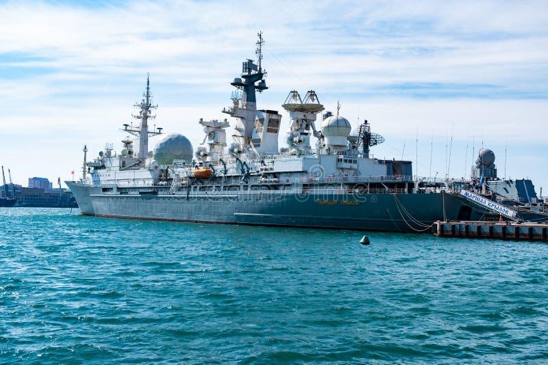 En marzo de 2019 - Vladivostok, Primorsky Krai - mariscal Krylov - la nave del complejo de medici?n se coloca en el puerto de fotografía de archivo libre de regalías