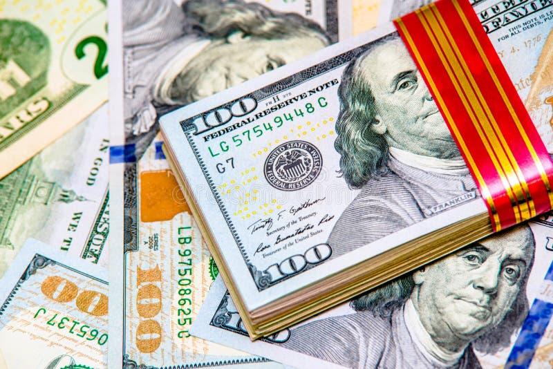 En en massa l?gner USA-valutan royaltyfri bild
