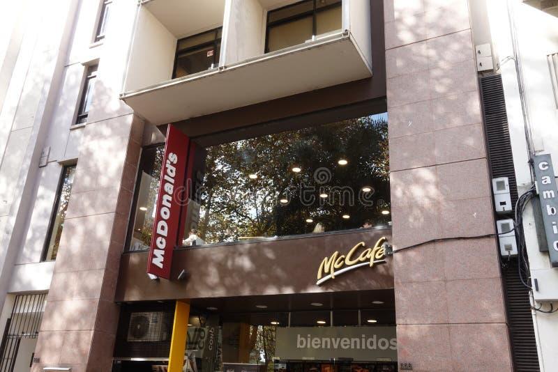En McDonalds i Montevideo, Uruguay arkivfoto