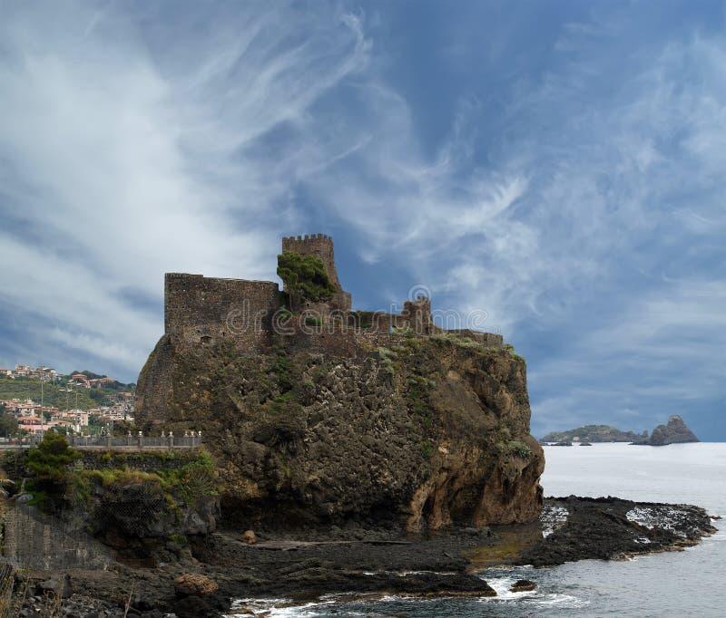 En medeltida slott, Sicilien. Italien. arkivbilder