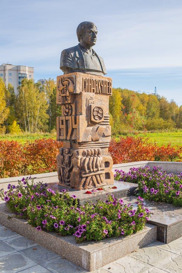 En monument till akademikern Lev Stepanovich Sandakhchiev Koltsovo arkivfoton