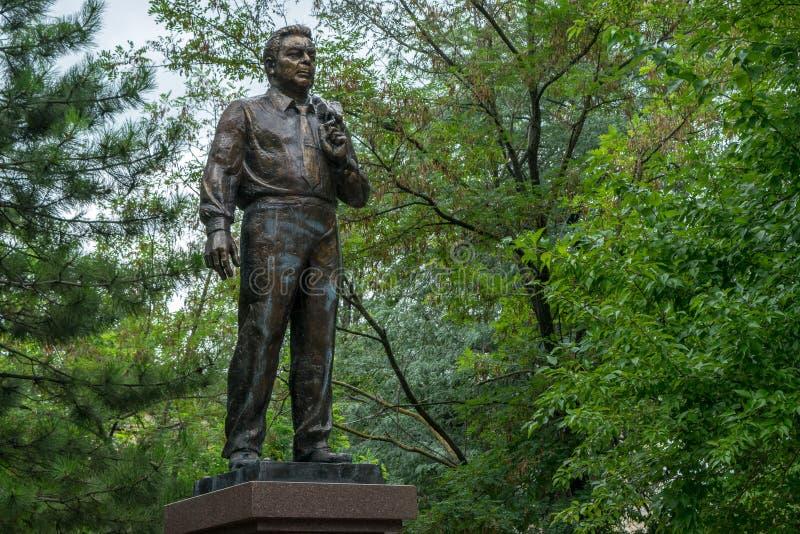 En monument till Leonid Brezhnev arkivfoton