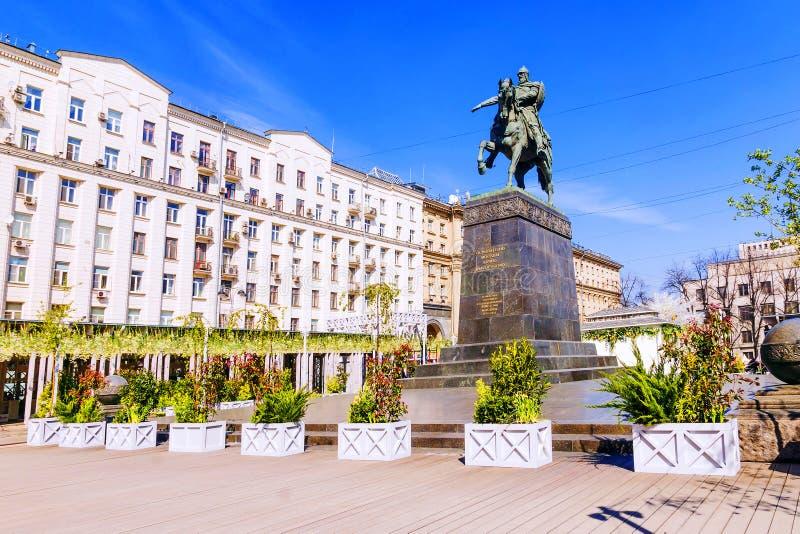 En monument till Yuri Dolgoruky i Moskva royaltyfria bilder