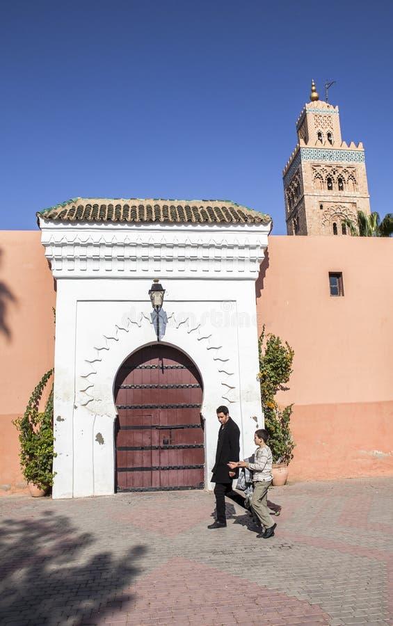 En moské i Marrakech, Marocko arkivbilder