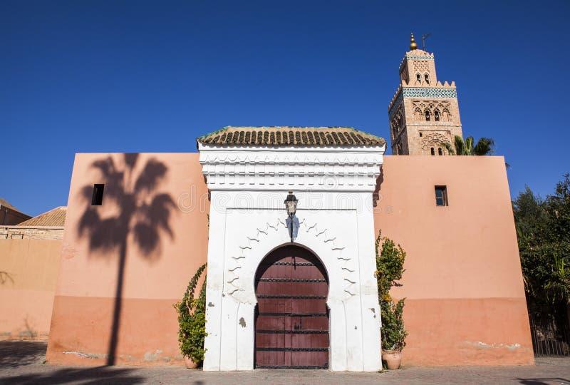 En moské i Marrakech, Marocko royaltyfria bilder
