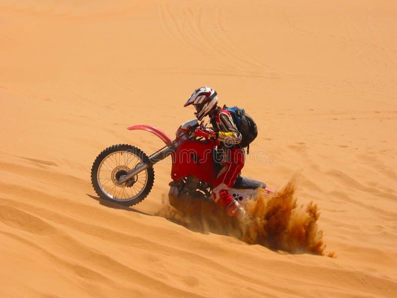 Begravd motorcykel royaltyfri foto