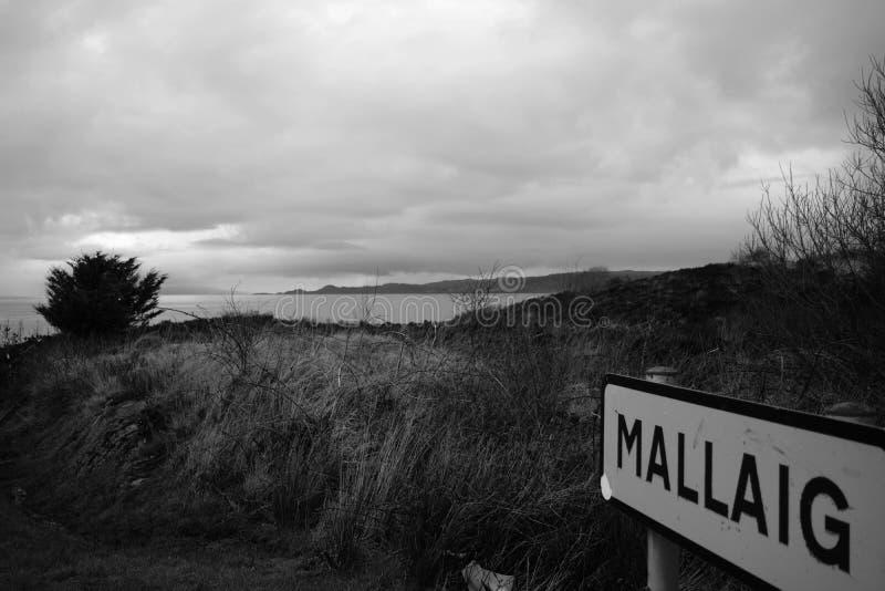 En mycket liten by i den skotska Skotska högländerna royaltyfri fotografi