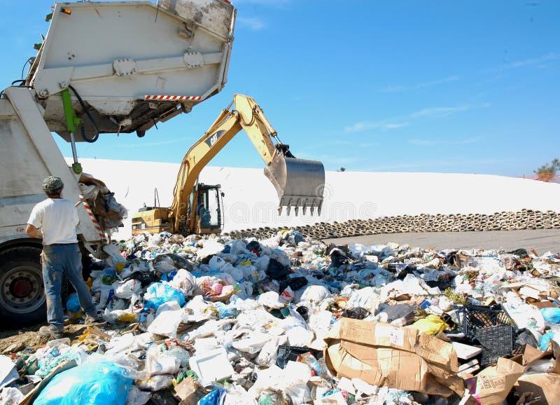 En nedgrävning av sopor royaltyfri foto