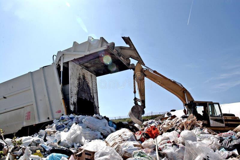 En nedgrävning av sopor arkivfoto