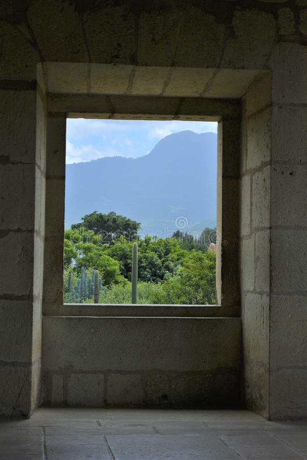 En Oaxaca del Convento de Santo Domingo del ventana del una del desde de Vista del Jardín Etnobotánico imagen de archivo libre de regalías