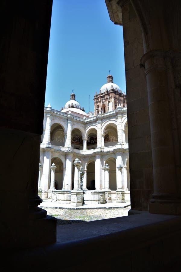 En Oaxaca del EL Convento de Santo Domingo del en de Columnas y Fuente fotos de archivo