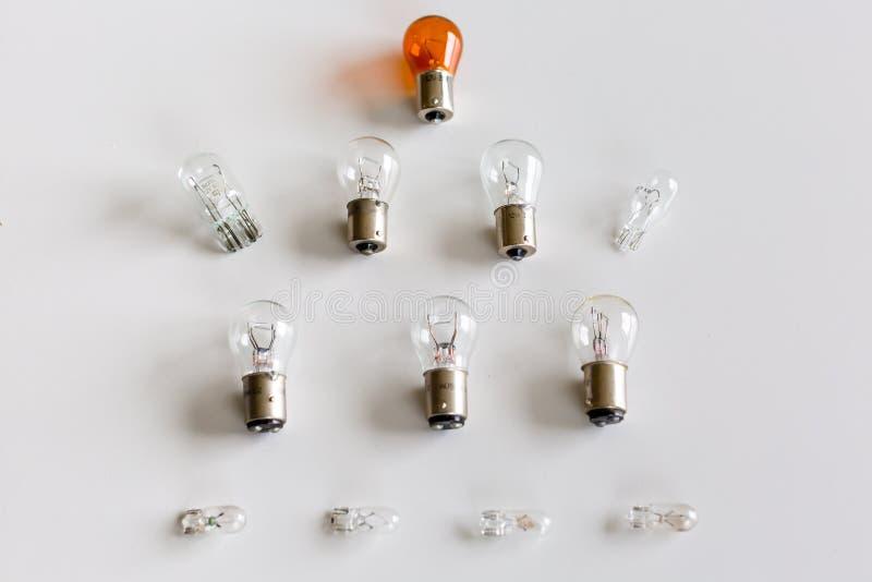 En ordning av ljusa kulor för bilar royaltyfri foto