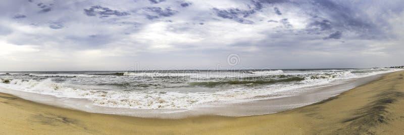 En panorama av en strand i Chennai, Indien royaltyfria bilder
