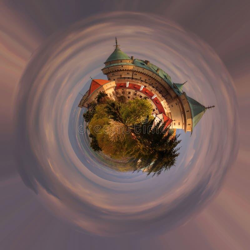 En panoramautsikt av den romantiska slotten på 360 grad, mini- planet royaltyfri illustrationer