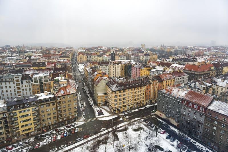 En panoramautsikt av Prague horisont fotografering för bildbyråer