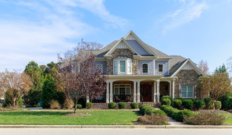 En perfekt grannskap Hus i förort, USA royaltyfri foto