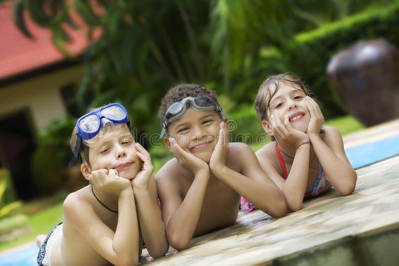 En piscina imagenes de archivo