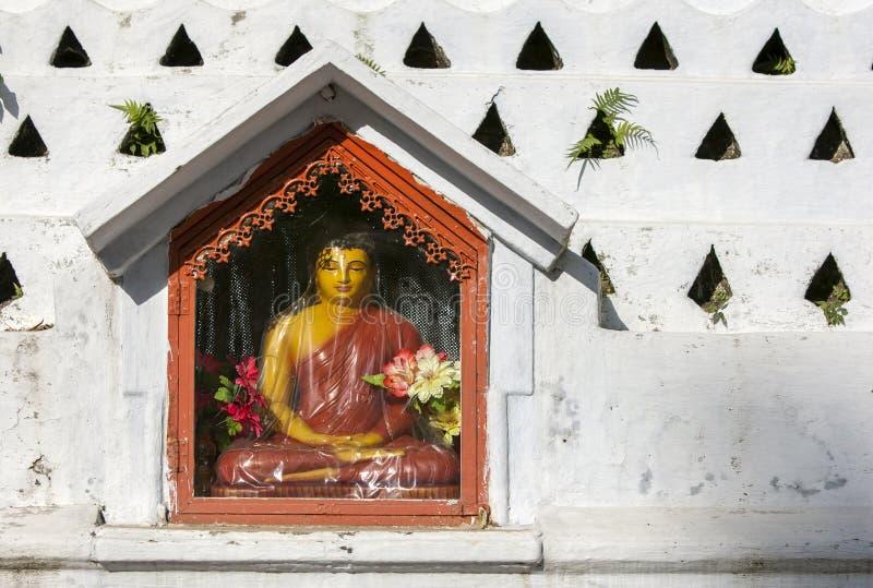 En placerad Buddhastaty fotografering för bildbyråer