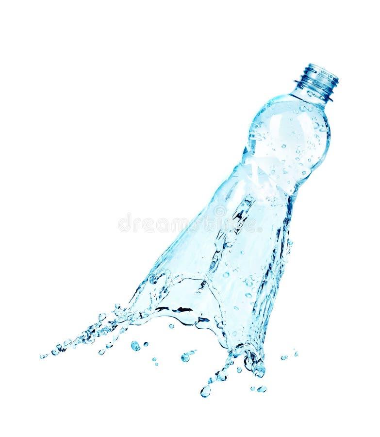 En plast- flaska av vatten som blir en färgstänk royaltyfria bilder
