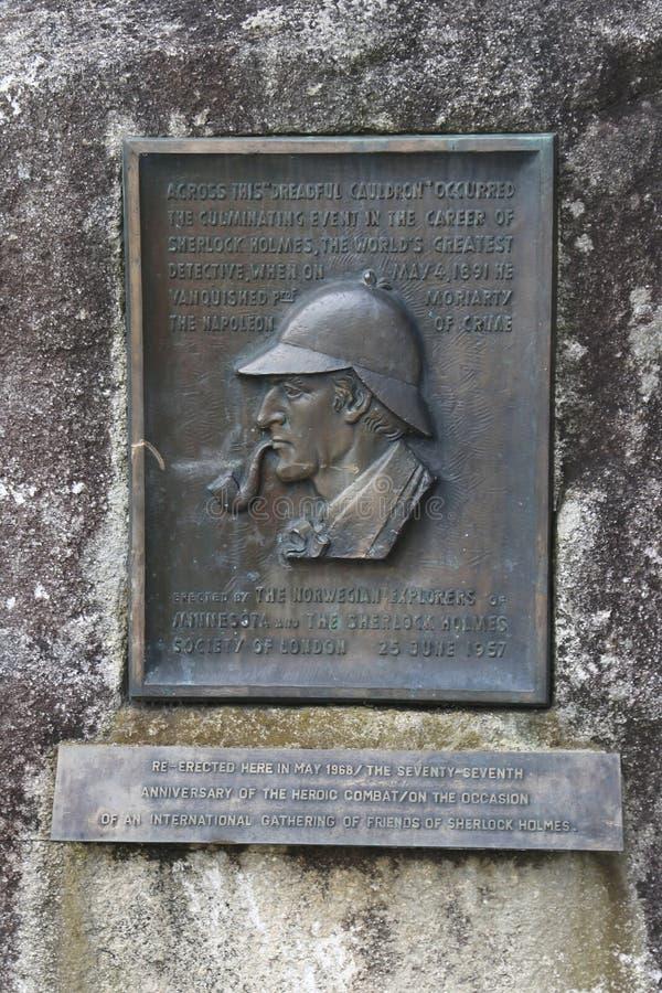 En platta på Reichenbachen faller, var stämma överens Sir Arthur Conan Doyle Sherlock Holmes, besegrade professorn Moriarty royaltyfria bilder