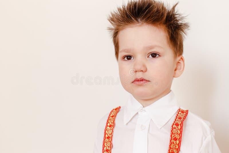En pojke i en rysk folk skjorta royaltyfria foton