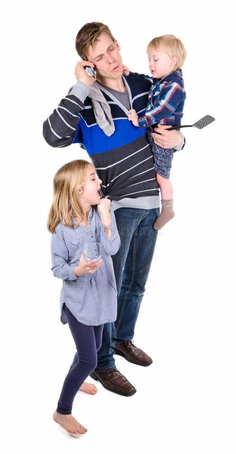 Funktionsduglig och sitta barnvakt pappa fotografering för bildbyråer