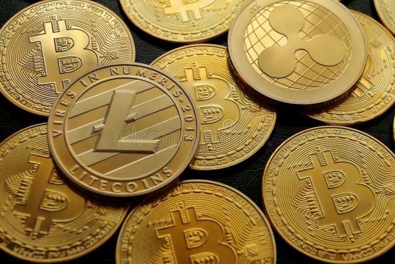En pyramid av den crypto valutaBitcoin krusningen Litecoin arkivbild