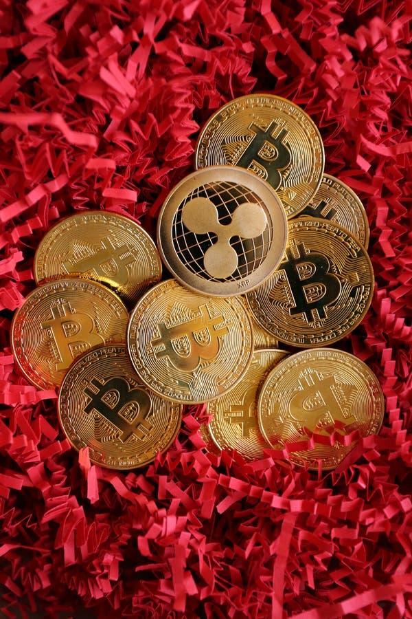En pyramid av den crypto valutaBitcoin krusningen Litecoin royaltyfri bild
