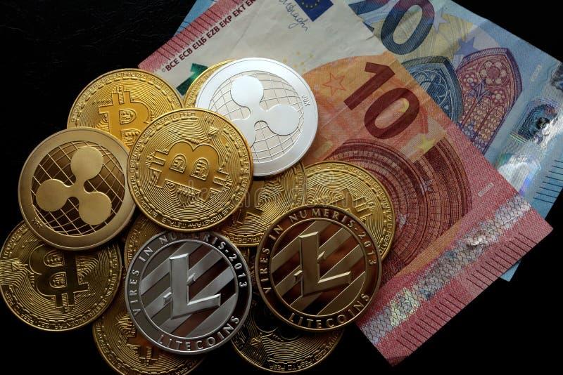 En pyramid av den crypto valutaBitcoin krusningen Litecoin royaltyfri fotografi