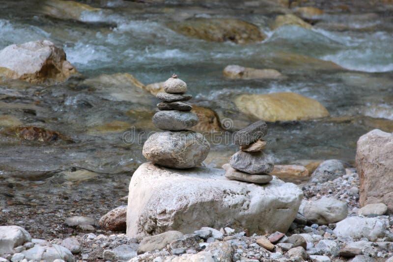 En pyramid av stenar arkivbild