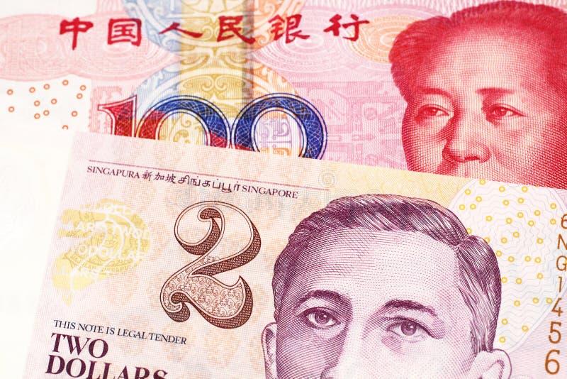 En räkning för dollar två från Singapore med kinesiska pengar arkivbild