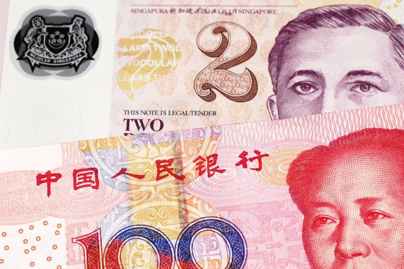 En räkning för dollar två från Singapore med kinesiska pengar royaltyfri bild