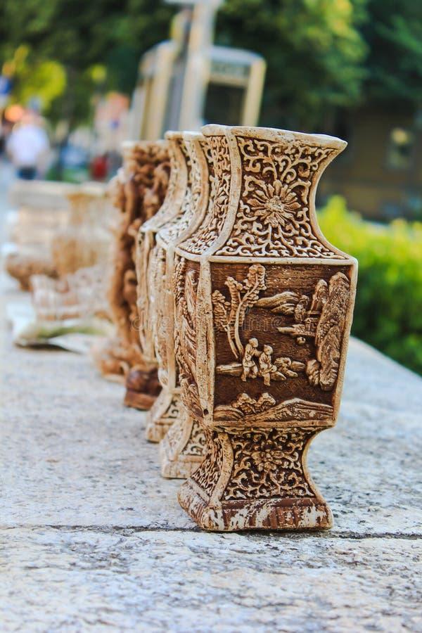 En rad av vaser royaltyfria bilder